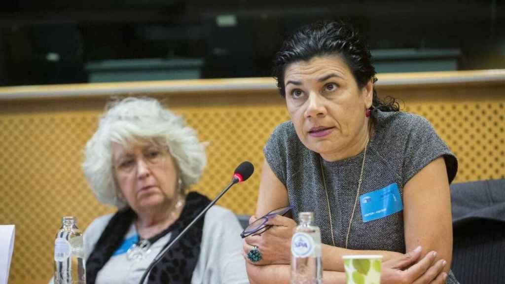 Ana Losada, presidenta de la Asamblea por una Escuela Bilingüe, interviene en el Parlamento Europeo.
