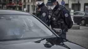 Imagen de archivo de dos agentes de la policía gala. EP
