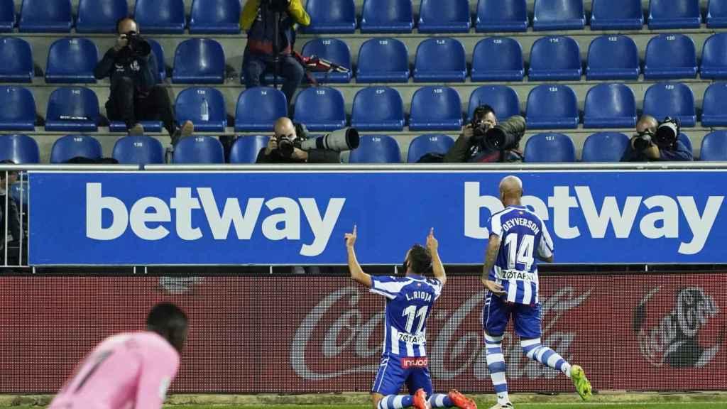Luis Rioja celebra su gol con el Alavés ante el Barcelona en la jornada 8 de La Liga