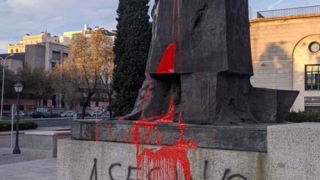 Ataques a las estatuas de Prieto y Largo Caballero en Madrid.