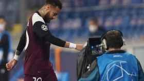 Neymar retirándose a vestuarios durante un partido del PSG