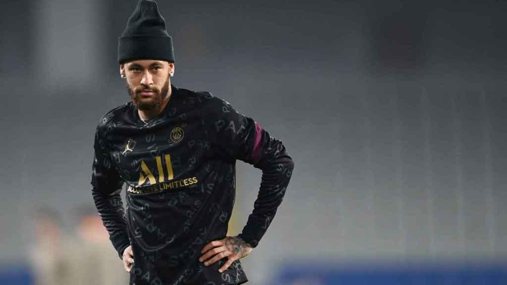 Neymar en un calentamiento del PSG