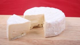 Alerta alimentaria en España: retiran este famoso queso del 'súper' y piden que no se consuma