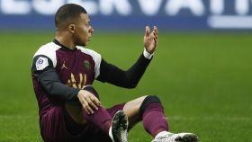 Mbappé se lamenta en el terreno de juego