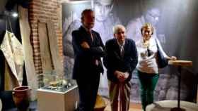 El ceramista talaverano Ángel Galán, en una imagen de archivo junto al exalcalde de Talavera Jaime Ramos