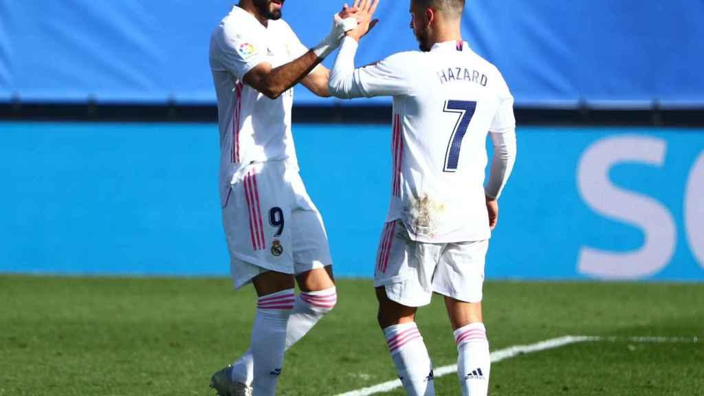 Eden Hazard y Karim Benzema, en el partido ante el Huesca de La Liga