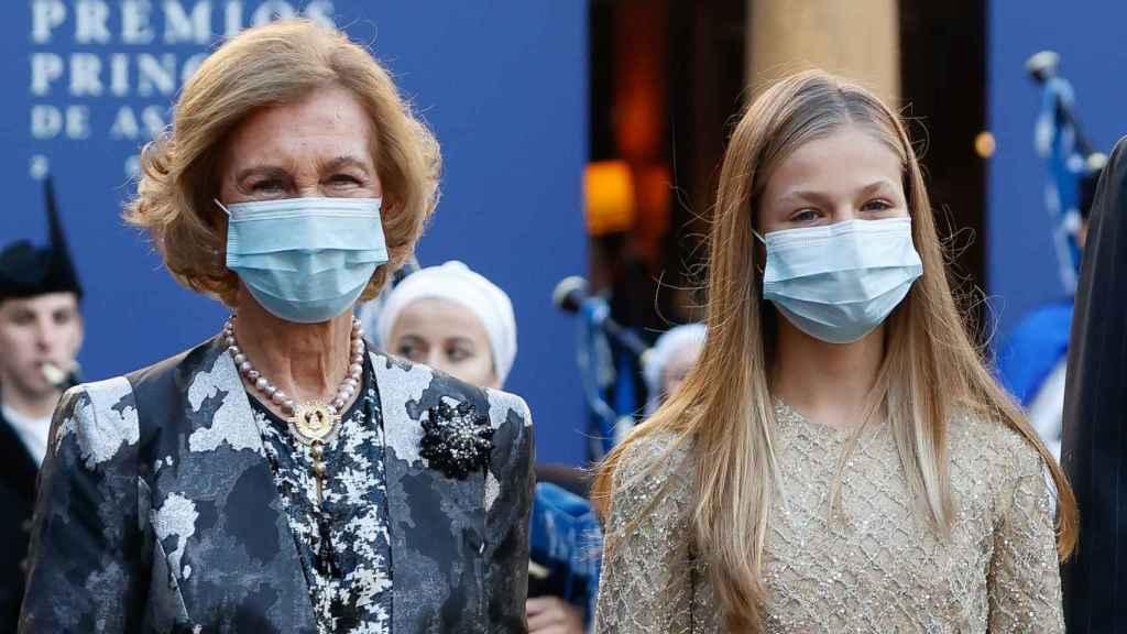 La reina Sofía junto a Leonor en los premios Princesa de Asturias.
