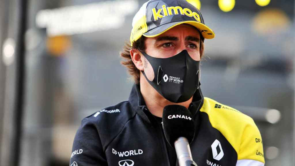 Fernando Alonso, durante una entrevista en el circuito de Imola