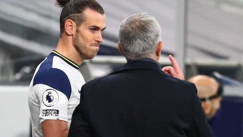 José Mourinho y Gareth Bale, durante un partido de la Premier League