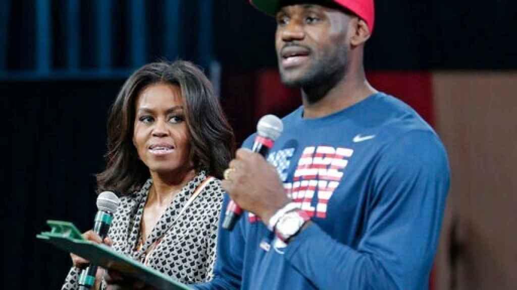 LeBron James y Michelle Obama pidiendo el voto