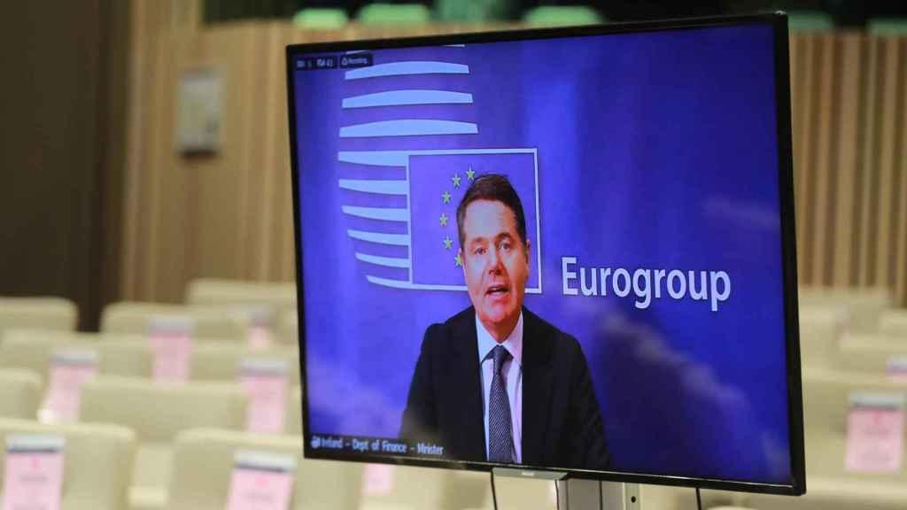 El presidente del Eurogrupo, Paschal Donohoe, durante la rueda de prensa de este lunes