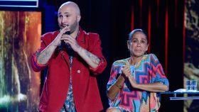 Kiko Rivera junto a  Isabel Pantoja, en la llegada de la cantante a España tras concursar en 'Supervivientes'.