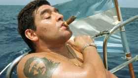 Diego Armando Maradona, fumando un puro en Cuba