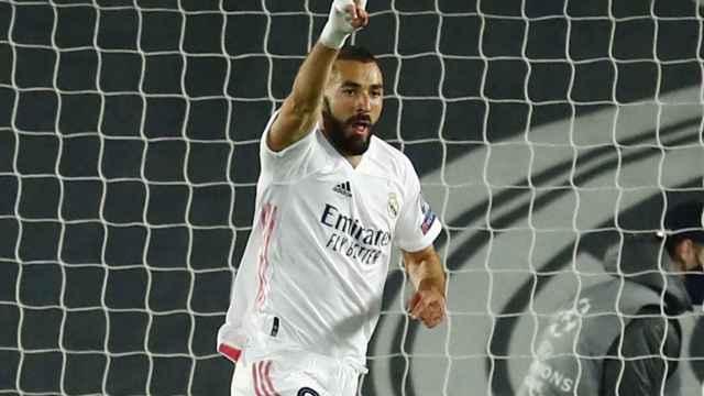 Karim Benzema celebra su gol al Inter de Milán