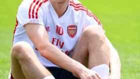 Özil durante un entrenamiento con el Arsenal