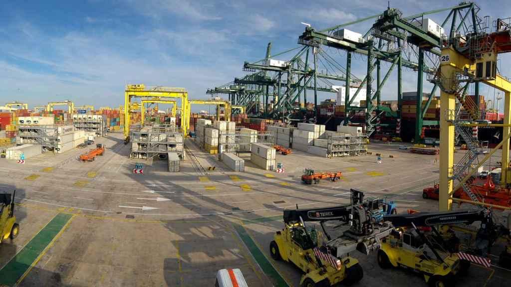 Vista de una terminal del Puerto de Valencia. EE