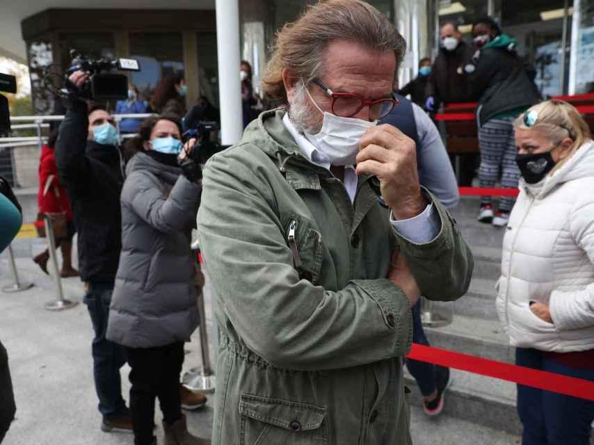 Pepe Navarro a las puertas de los juzgados.