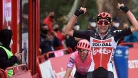 Tim Wellens celebra su triunfo en la etapa 14 de La Vuelta 2020
