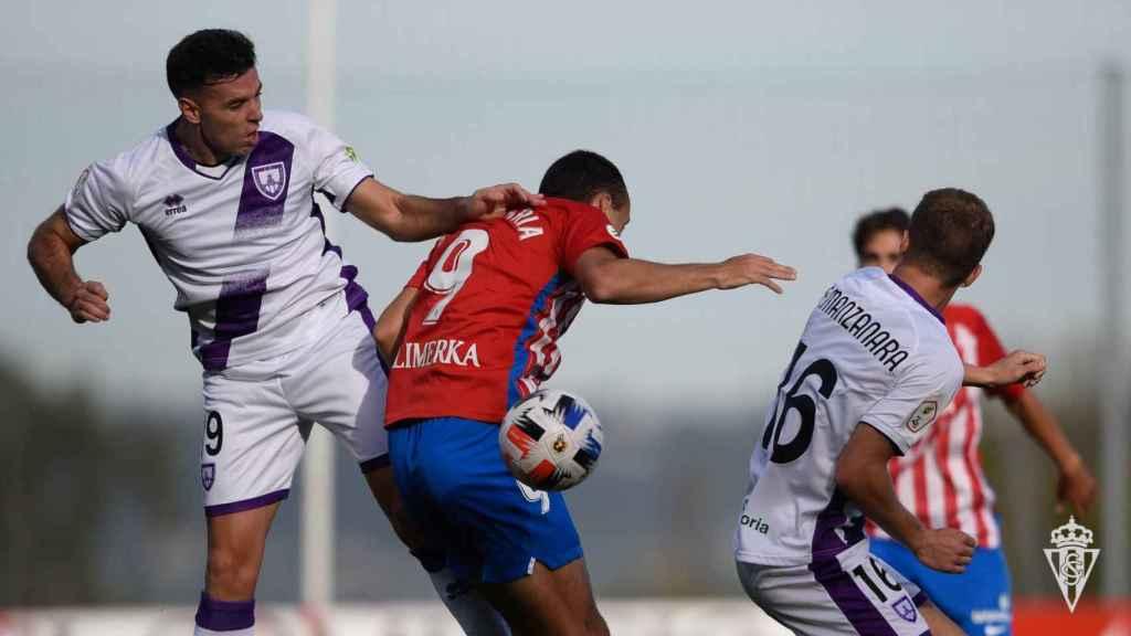 El Numancia, jugando su partido contra el Sporting de Gijón B
