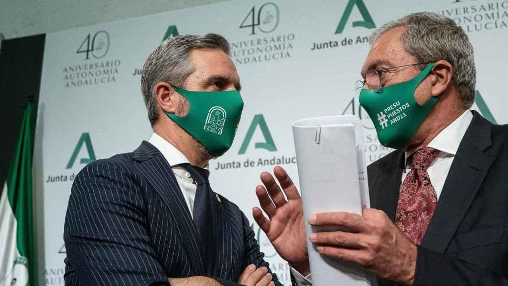 Los consejeros de Hacienda y Transformación Económica, Juan Bravo y Rogelio Velasco.