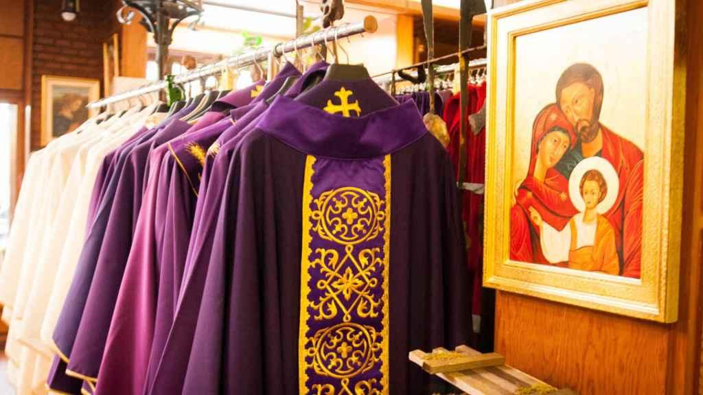 Casullas y arte religioso a la venta en Alsina.