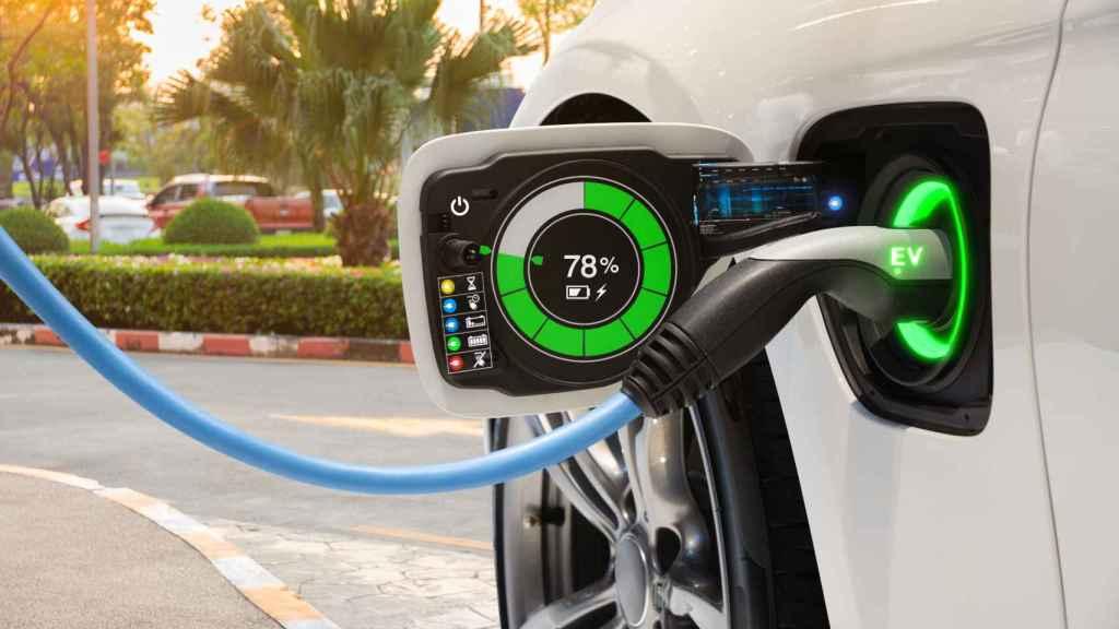 Toma de carga de un vehículo eléctrico.