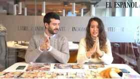 Raúl Rodríguez y Cristina Rodrigo grabando el 'Kiosco rosa, en vídeo'.