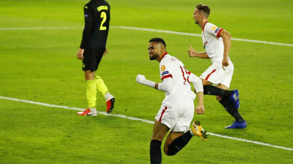 En-Nesyri celebra un gol con el Sevilla