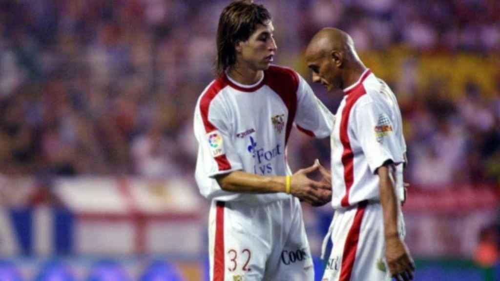 Sergio Ramos, en un partido del Sevilla junto a Darío Silva