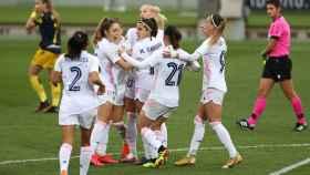 Las jugadoras del Real Madrid Femenino celebran uno de los goles frente al Deportivo Abanca