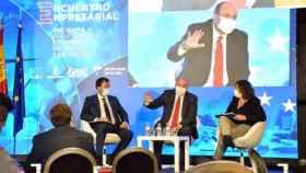 El vicepresidente de Castilla-La Mancha, José Luis Martínez Guijarro, y la consejera de Economía y Empleo, Patricia Franco, este miércoles en un encuentro económico en Villalba de la Sierra