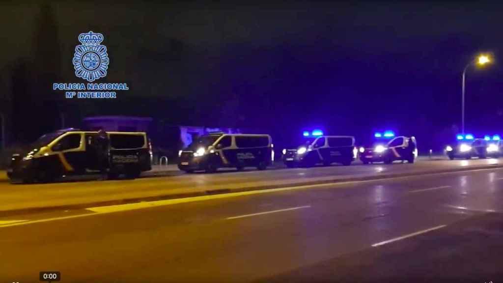 200 agentes han consumado con éxito la mayor operación contra los narcopisos en la capital.