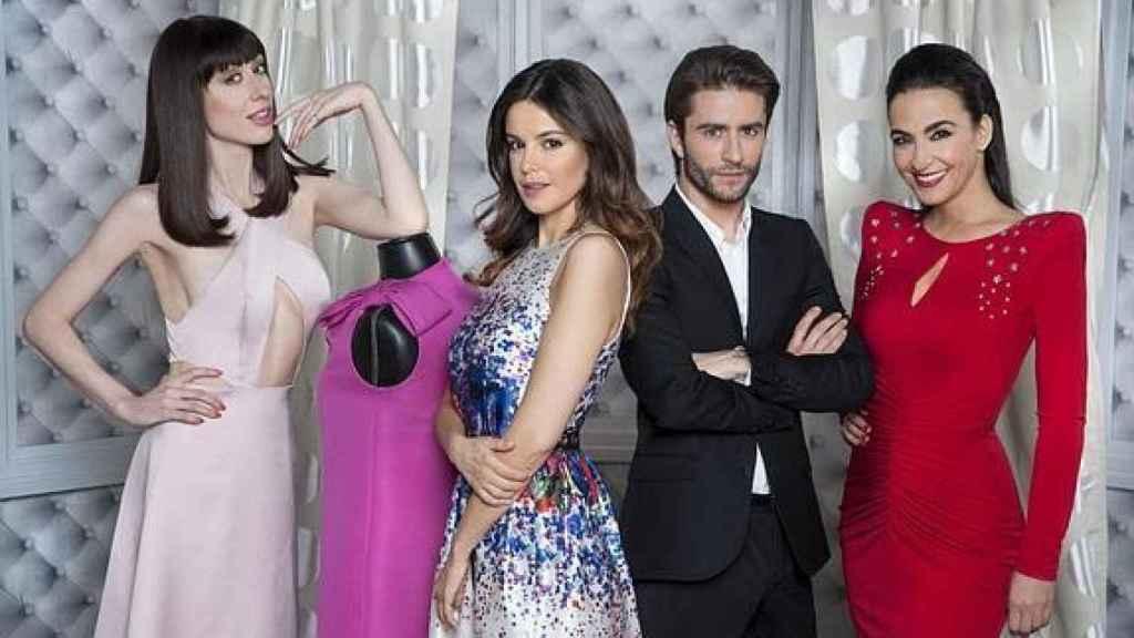 Cristina Rodríguez presentó las Campanadas 2015-2016 junto al elenco de 'Cámbiame'.