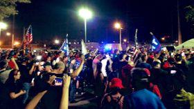 Manifestantes en Phoenix contra el fraude en las elecciones.