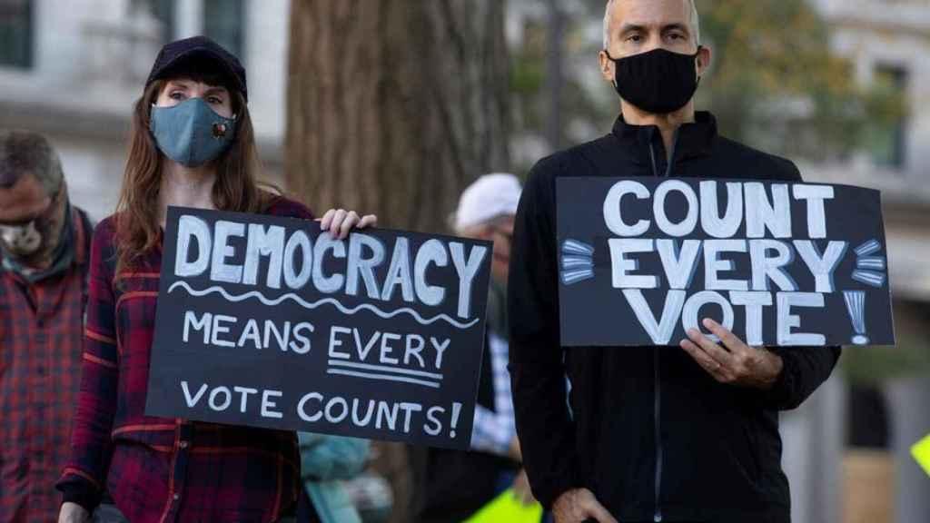 Las protestas este miércoles después de que Trump pidiera parar el recuento de votos.