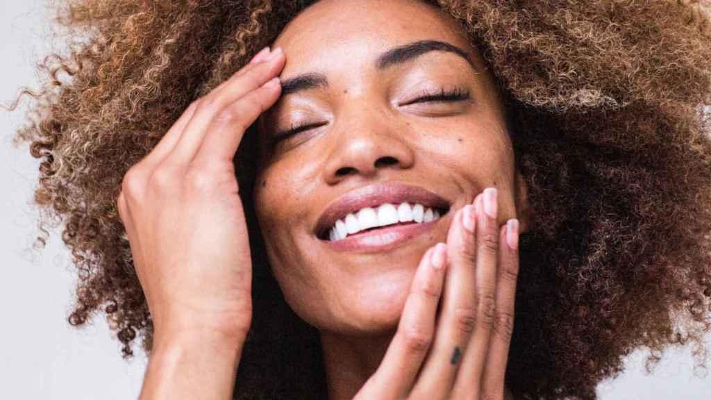 El estrés, además de afectar a nivel mental, afecta a nivel cutáneo produciendo marcas en la piel.