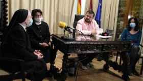 Juan Ramón Amores con cara entristecida durante el acto en el que las salesianas han anunciado su marcha de la localidad