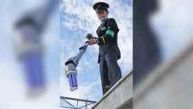 Dispositivo para atrapar AirPods en estaciones de tren