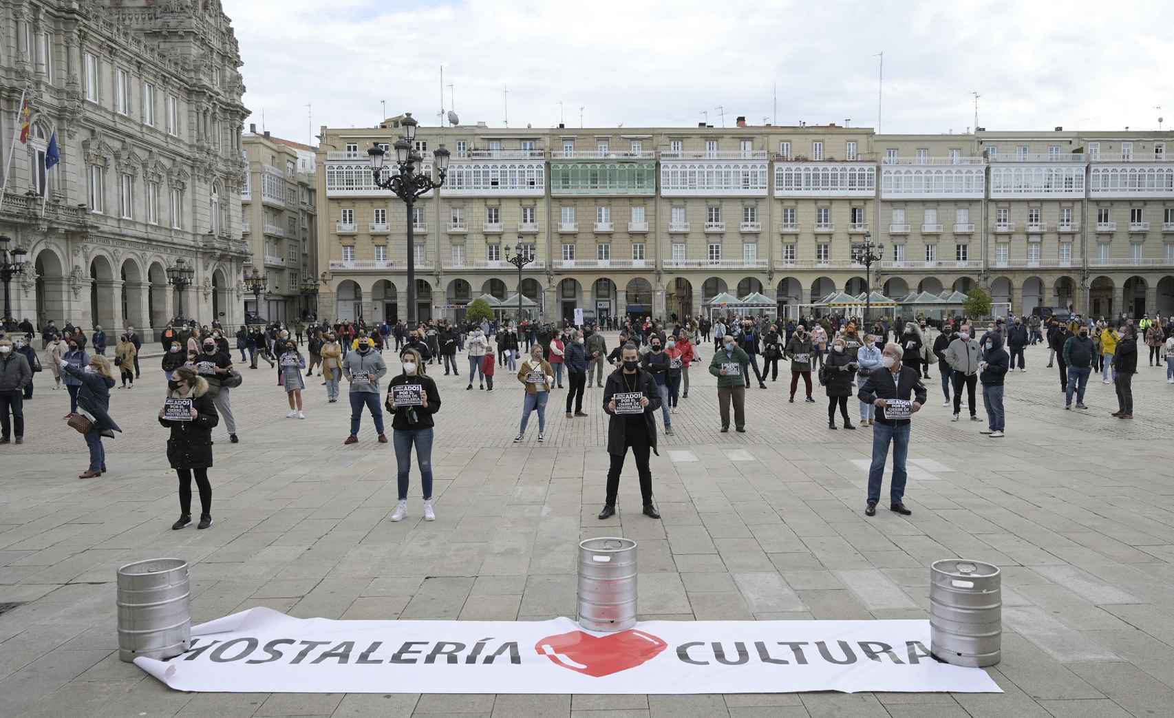 Concentraciones de hosteleros en la plaza de María Pita (La Coruña). Europa Press.