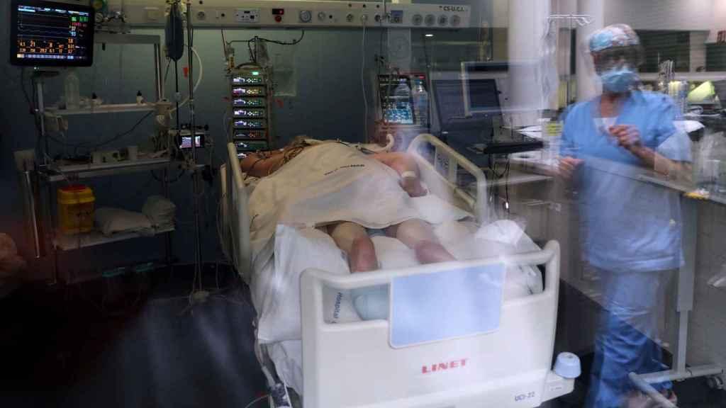 Una UCI de un centro hospitalario madrileño.