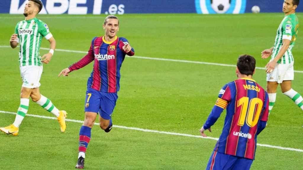 Griezmann y Messi celebran un gol del FC Barcelona