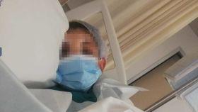 El menor víctima de la supuesta agresión homófoba tras ser operado en el Hospital Santa Lucía de Cartagena.