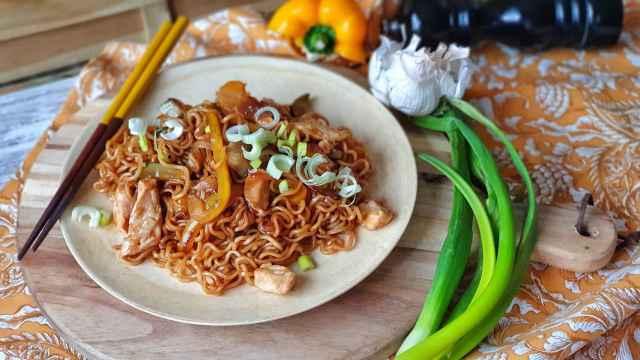 Tallarines chinos de pollo y verduras