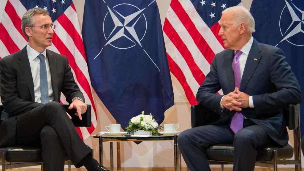 Jens Stoltenbert y Joe Biden, durante una reunión en 2016