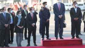 Felipe VI (2d), con el vicepresidente Pablo Iglesias (3i) y la ministra de Asuntos Exteriores, Arancha González (2i).
