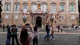 La fachada de la Generalitat, tras las pintadas.