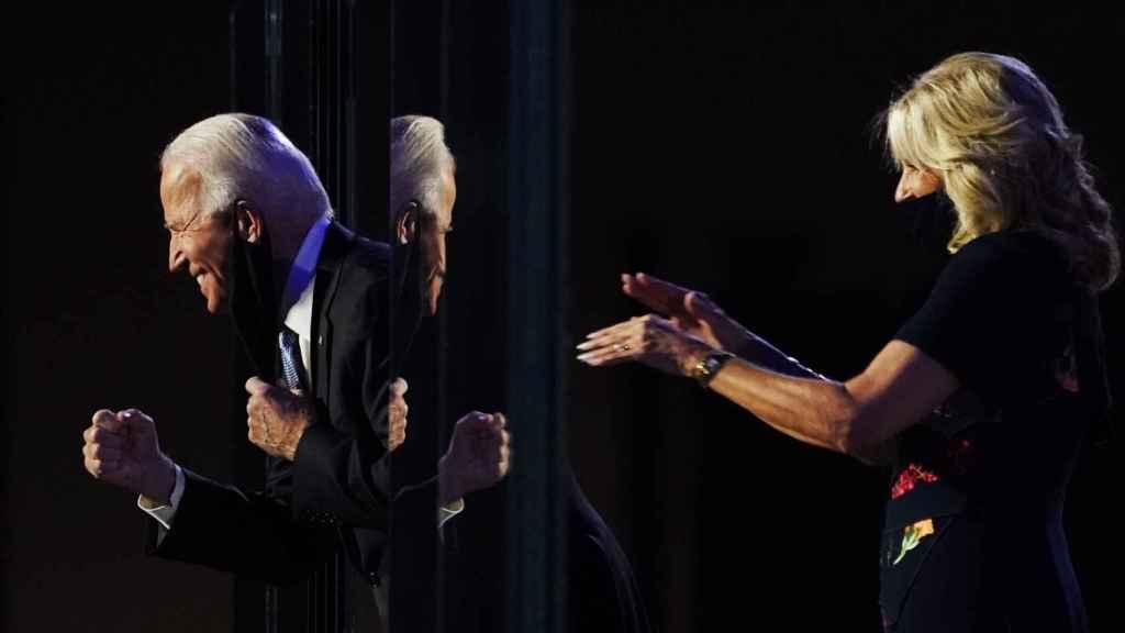 Joe Biden, junto a su esposa Jill, en  su primera comparecencia pública tras  ser nombrado presidente electo de EEUU.