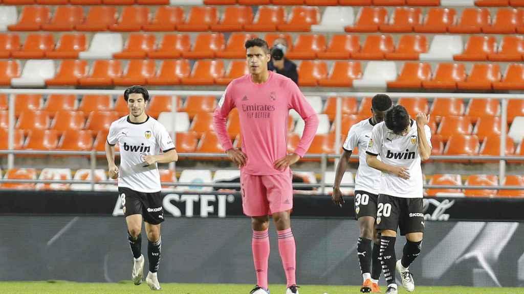 Raphael Varane, durante el partido entre el Valencia y el Real Madrid