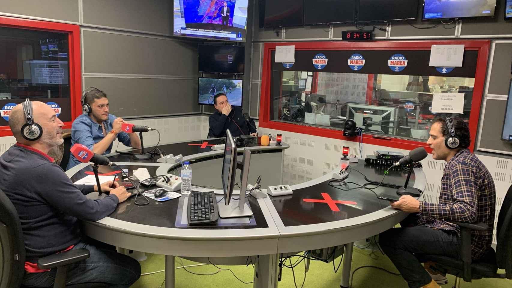 Jorge Calabrés, en el estudio de Radio MARCA junto a Antonio Sanz, Rafa Varela y David Sánchez. Foto: Twitter (@JorgeCalabres)