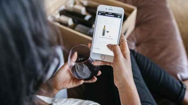Las etiquetas inteligentes hacen que el vino pueda 'hablar'.